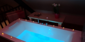 Jacuzzi bathtub for two with chromo-therapy & muscio-therapy via Bluetooth