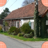 The Country bed and breakfast in Beaurainville from the street.